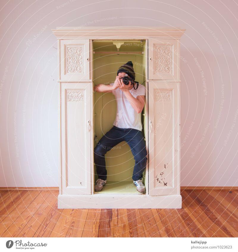 alles im kasten Mensch maskulin Mann Erwachsene Körper 1 30-45 Jahre festhalten Fotografieren Kasten fotowettbewerb Mütze Schrank motiv Bild Farbfoto