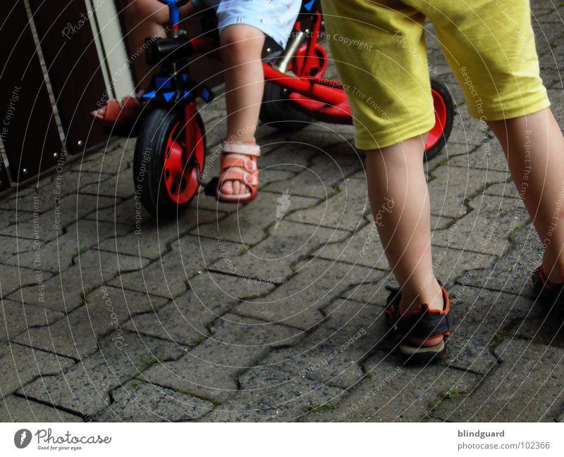 Watch The Children Play °° Kind blau rot Sommer Freude gelb Spielen Stein Beine Fuß Schuhe sitzen stehen Bodenbelag Kommunizieren fahren