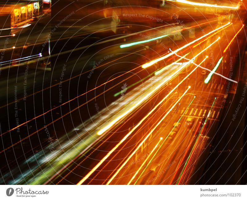 Linien des Lichts Nacht Langzeitbelichtung Belichtung Zebrastreifen Straße PKW Lichtstrahl Dynamik