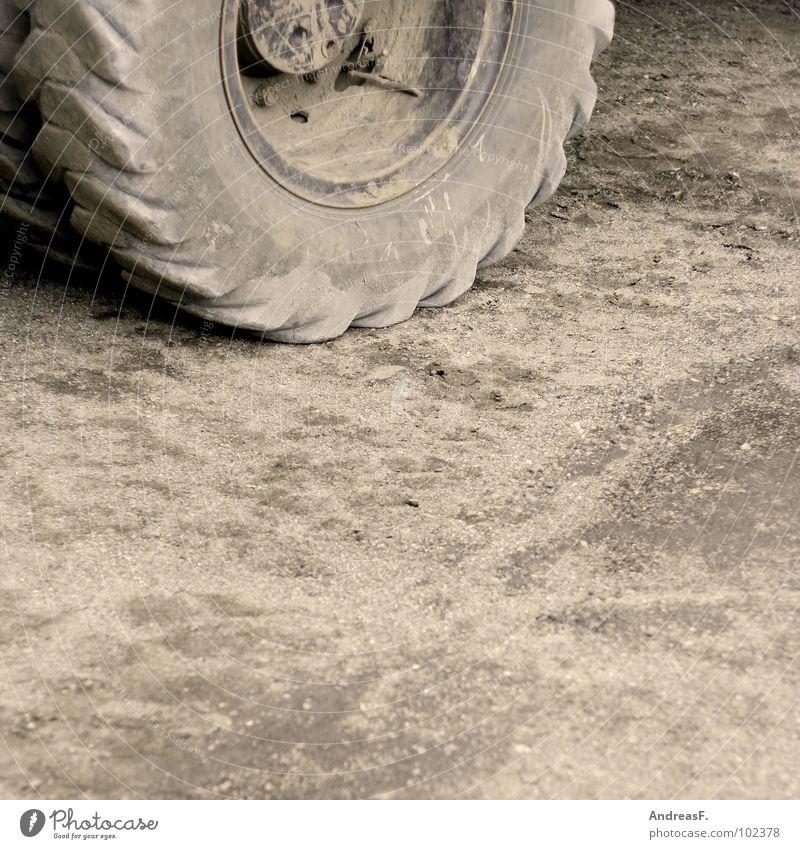 Baustelle Traktor Bagger Baufahrzeug Bauarbeiter Straßenbau Industrie Rad. Reifen dreckig Erde bauen Sand Reifenprofil