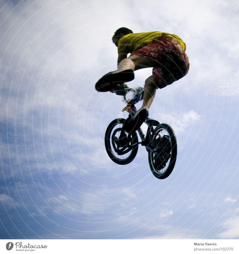 Uuuuuuuuuuuuuund....... Absprung! Himmel Freude Ferne Sport Spielen springen Freiheit Luft Fahrrad Flugzeug fliegen frei Beginn hoch fallen Unendlichkeit