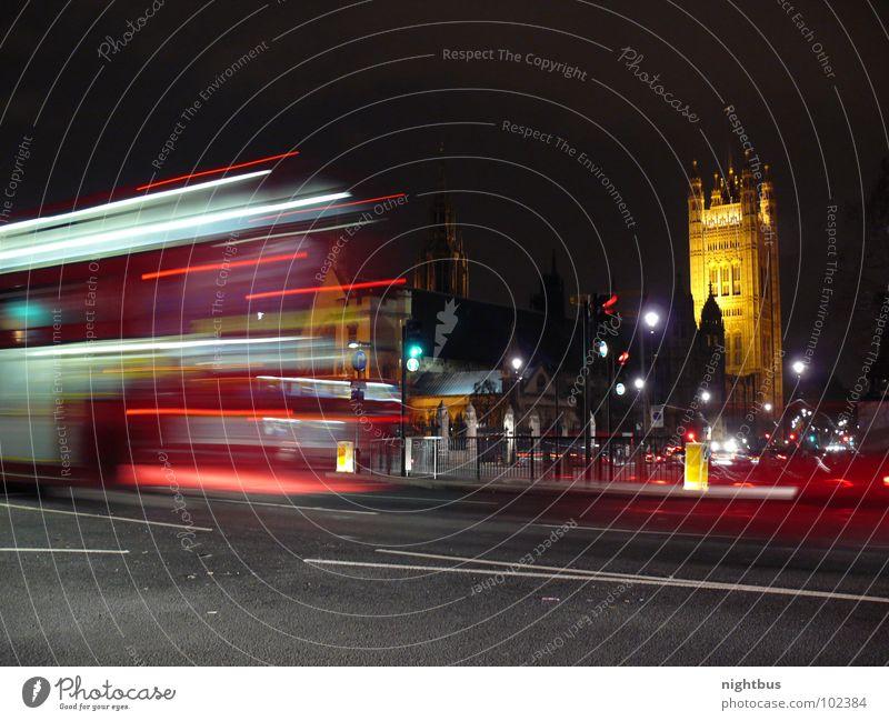 Nightbus London England Verkehr Öffentlicher Personennahverkehr Nacht Ampel Rücklicht Verkehrswege Langzeitbelichtung Bus Doppeldecker-Bus House of Parlament