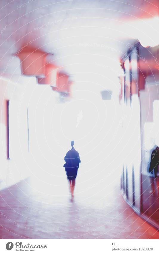 letsallmakemistakes Mensch feminin Frau Erwachsene Leben 1 Architektur gehen hell einzigartig Einsamkeit Farbe Identität Vergänglichkeit Wege & Pfade Ziel