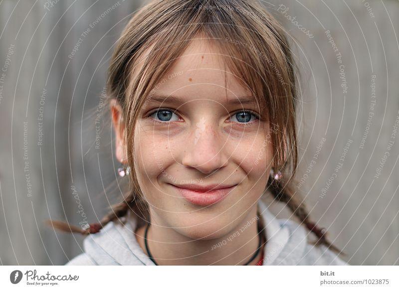 Freude Mensch Ferien & Urlaub & Reisen Mädchen Wand feminin Mauer Spielen Glück lachen Haare & Frisuren Familie & Verwandtschaft Schule Kopf glänzend träumen
