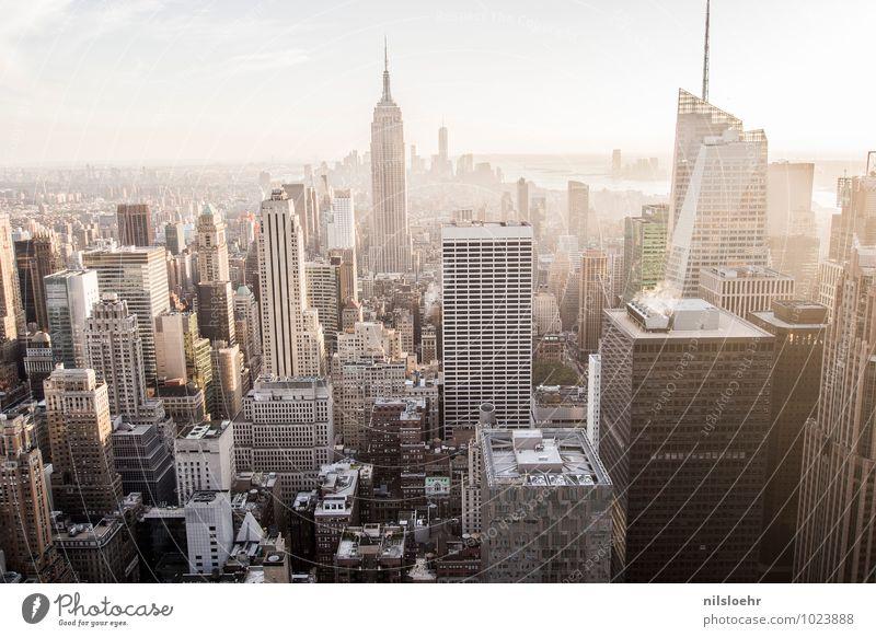 once again NYC Stadt Haus Architektur Gebäude grau braun Häusliches Leben gold Tourismus Warmherzigkeit Skyline Reichtum Sightseeing Städtereise New York City