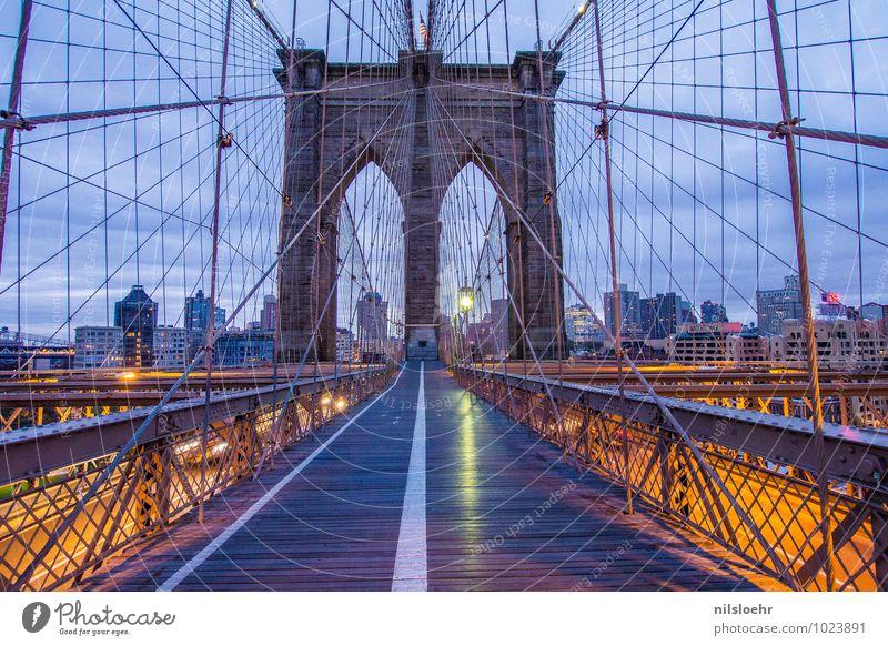 brooklyn bridge 5 pm Ferien & Urlaub & Reisen Stadt blau ruhig Architektur Wege & Pfade grau orange gold Brücke Bauwerk Verkehrswege Sehenswürdigkeit