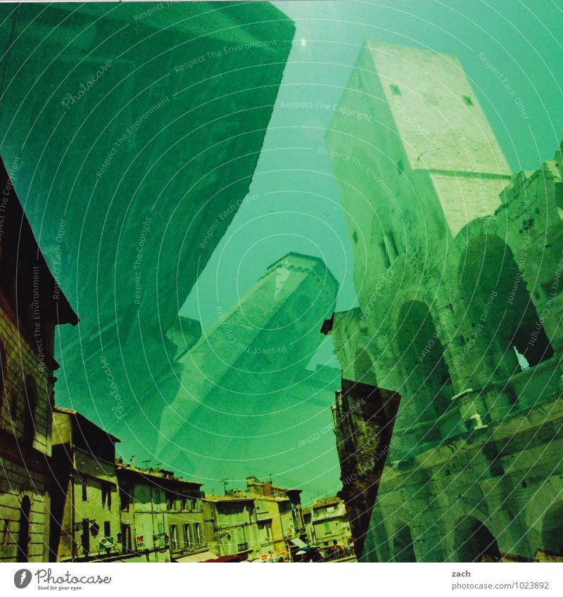Hinter den Kulissen Städtereise Sommer Arles Frankreich Provence Stadt Stadtzentrum Altstadt Haus Traumhaus Kirche Dom Palast Burg oder Schloss Ruine Turm