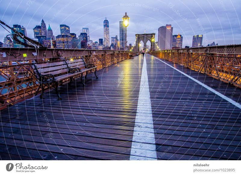 brooklyn bridge bench Ferien & Urlaub & Reisen Stadt blau Wolken Wege & Pfade grau gehen leuchten gold Tourismus Brücke Sehenswürdigkeit Fußgänger Städtereise