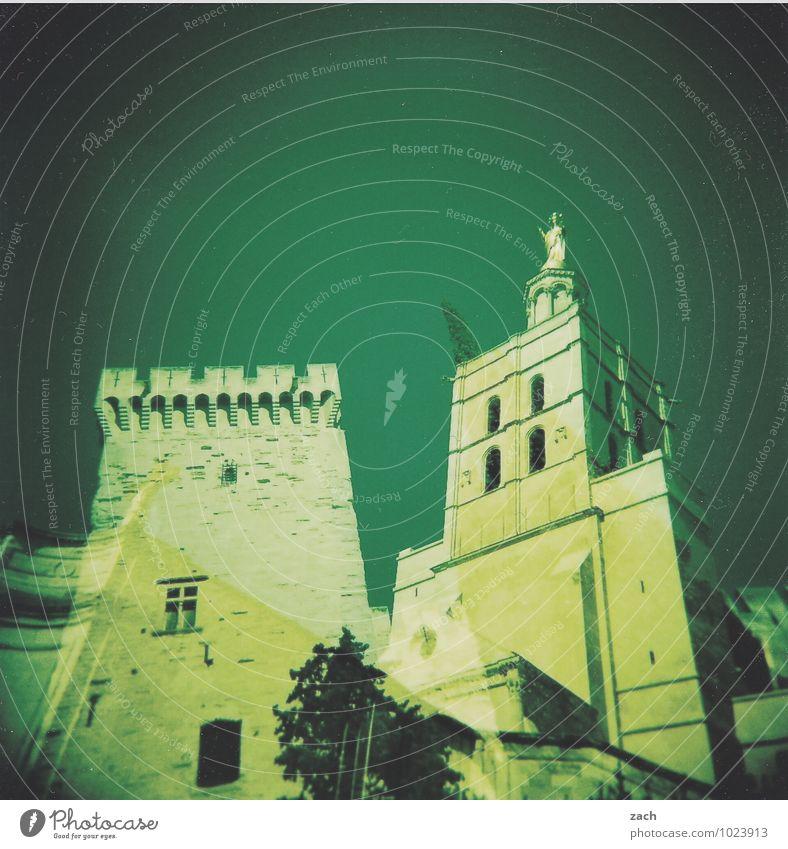 mit und ohne Spitze Haus Traumhaus Pflanze Baum Avignon Frankreich Provence Stadt Stadtzentrum Altstadt Kirche Dom Palast Burg oder Schloss Ruine Turm Bauwerk