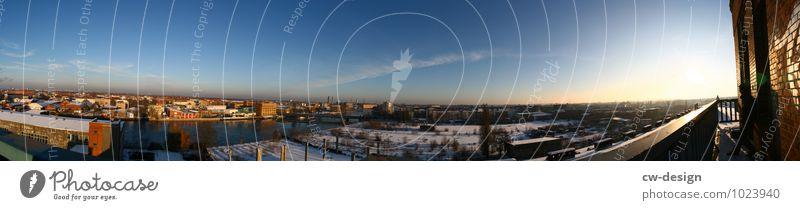 Die Stadt Himmel Wolkenloser Himmel Sonnenlicht Winter Schönes Wetter Berlin Adlershof Hauptstadt Stadtzentrum Skyline Industrieanlage Fabrik Ruine Turm Bauwerk