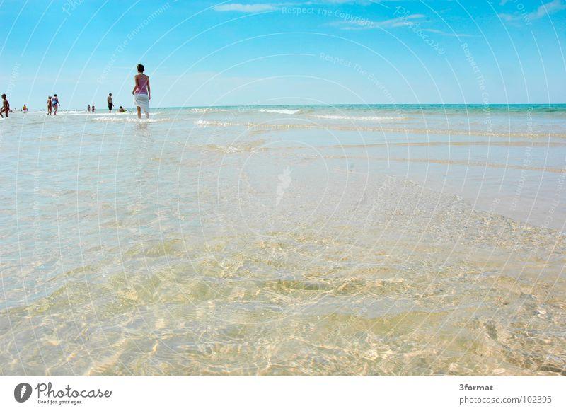 am_meer02 Frau Wasser Meer blau Sommer Freude Strand Ferien & Urlaub & Reisen ruhig Wolken Gefühle Freiheit Menschengruppe See Wärme Erde