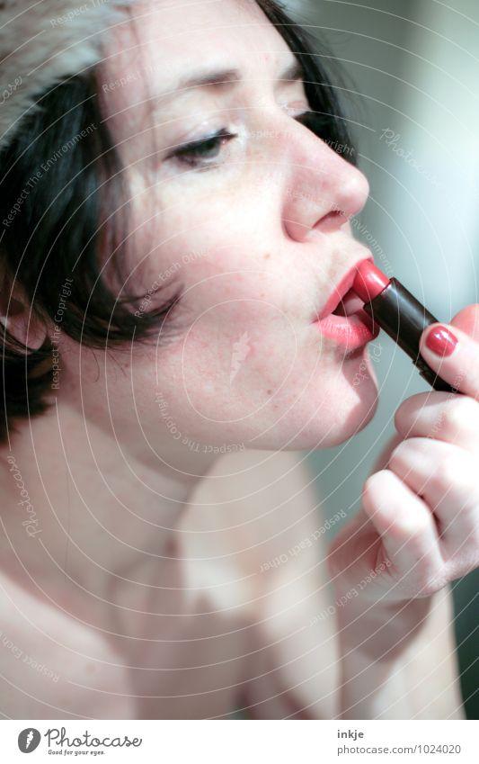 lipstick Mensch Frau schön Farbe Hand rot Erwachsene Gesicht Leben feminin Stil Lifestyle rein Lippen Körperpflege Kosmetik
