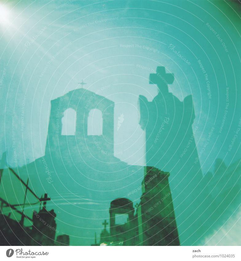 Ende blau grün Sonne dunkel Fenster Leben Traurigkeit Tod Religion & Glaube Stein träumen Angst bedrohlich Kirche Vergänglichkeit Schönes Wetter