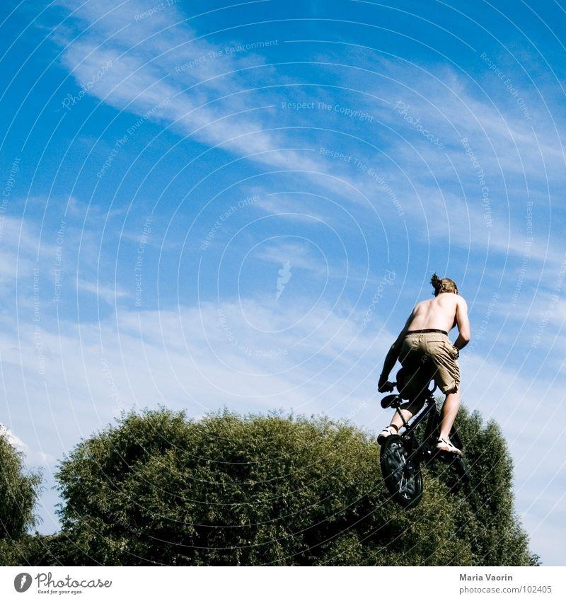 Klimabewusst fliegen Himmel Freude Ferne Sport Spielen springen Freiheit Luft Fahrrad Flugzeug frei Beginn hoch fallen Unendlichkeit