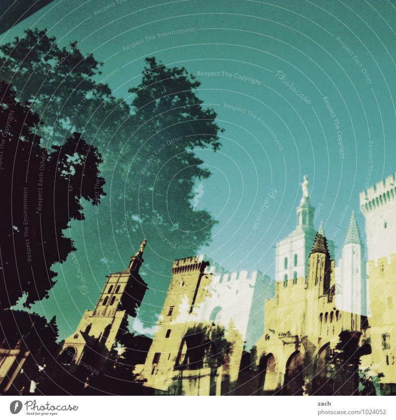 Zwischenwelten Städtereise Pflanze Baum Avignon Frankreich Kleinstadt Stadt Stadtzentrum Altstadt Traumhaus Kirche Dom Palast Burg oder Schloss Platz Turm