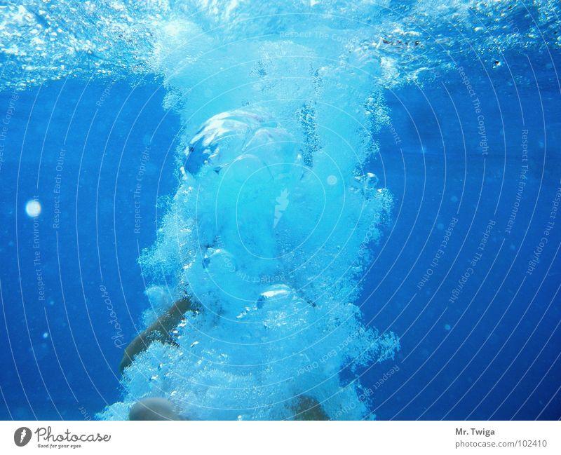 bombe Hand Wasser blau Sommer springen Fuß tauchen Unterwasseraufnahme Luftblase Bombe