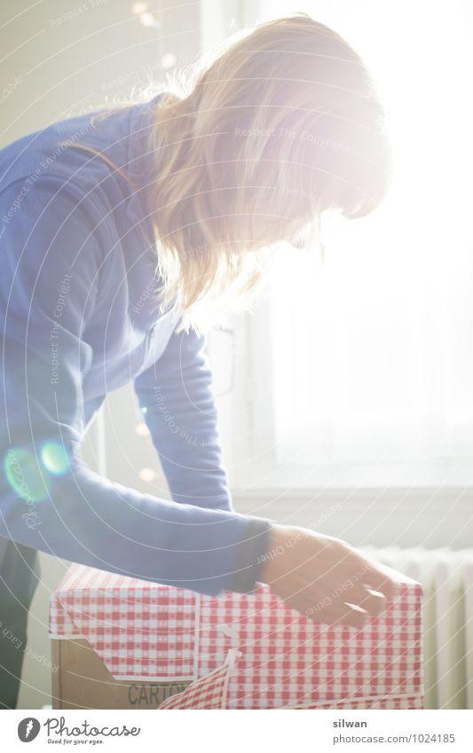 Geburtstag! feminin Junge Frau Jugendliche 1 Mensch 30-45 Jahre Erwachsene Arbeit & Erwerbstätigkeit rennen einfach Fröhlichkeit Glück schön rot Freude