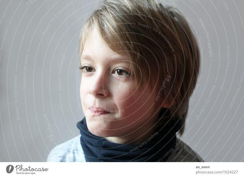 Skepsis Kind blau Leben Junge grau Haare & Frisuren braun Familie & Verwandtschaft authentisch blond Kindheit Kommunizieren einzigartig Freundlichkeit Wunsch