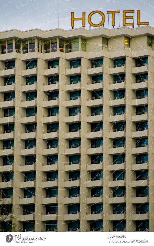 Betonblock mit Meerblick Stil Ferien & Urlaub & Reisen DDR Warnemünde Hochhaus Hotel Plattenbau Fassade Wort eckig oben trist Schutz modern Qualität Symmetrie