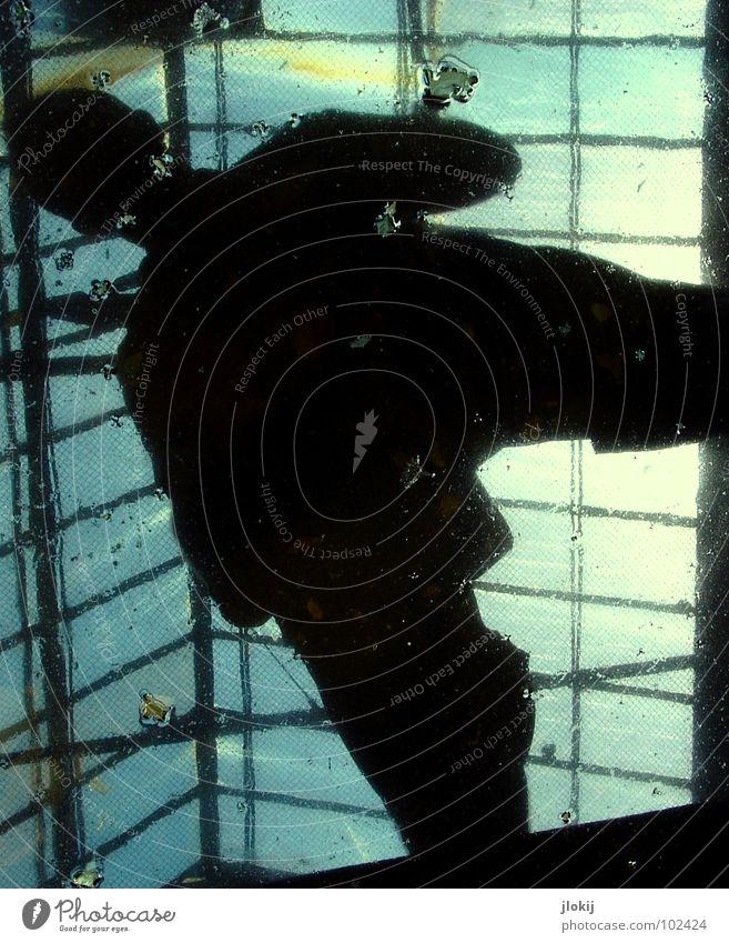 Water Proof II Himmel Mann blau Wasser Sonne Fenster Beine Metall Regen Beleuchtung Glas Arme dreckig offen maskulin stehen