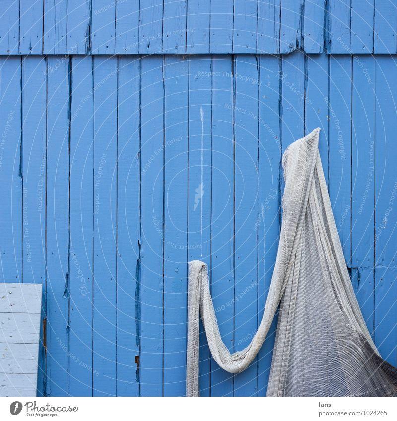 hui buh Fischereiwirtschaft Fischerhütte Haus Mauer Wand Fassade Netz hängen maritim blau Pause Holzhaus hängend hängen lassen Geister u. Gespenster