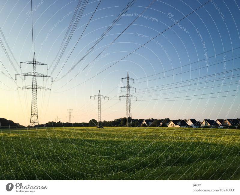 Energie Himmel blau grün Sommer Landschaft Haus Umwelt Horizont Energiewirtschaft Feld Technik & Technologie Elektrizität Schönes Wetter Kabel Dorf