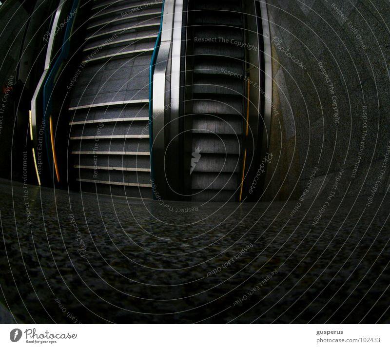 trepp {auf} trepp {ab} Rolltreppe Eingang U-Bahn Verkehr Öffentlicher Personennahverkehr offen Bahnhof Treppe von a nach b bus und bahn nicht selbst fahren