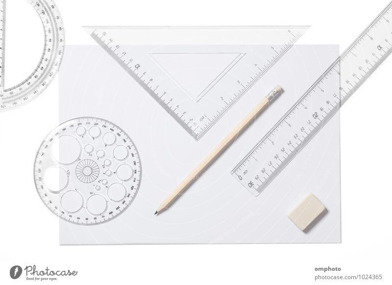 Mehrere Schulsachen isoliert auf weißem Hintergrund Schreibtisch Schule Accessoire Papier Zettel Schreibstift Laken Lineal Dreieck Bleistift Vorlage