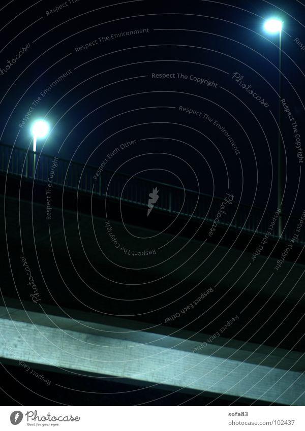 hallo nachbar Nacht Lampe Laterne Spiegelbild dunkel Langzeitbelichtung Brücke blau smalltalk