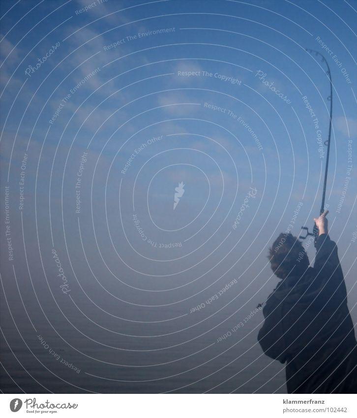Der Fischer Himmel Meer Wolken Freizeit & Hobby Nebel einzeln Angeln werfen Schwung Angler Angelrute unklar Morgennebel Vor hellem Hintergrund Ein Mann allein