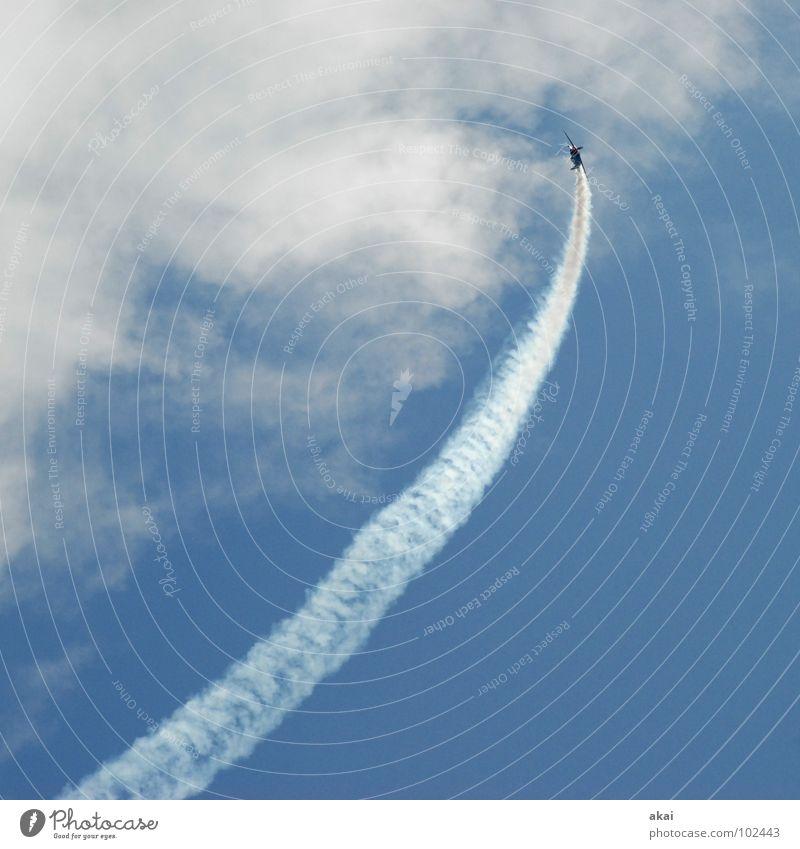 Flugtag! Himmel blau Freude Wolken Flugzeug Aktion Luftverkehr Flügel Veranstaltung Rauch Flughafen Sportveranstaltung Klang Jubiläum krumm Armee