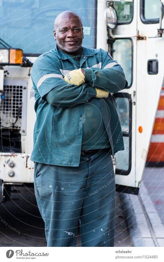 best man in nyc Arbeit & Erwerbstätigkeit Müllmann Mensch maskulin 1 45-60 Jahre Erwachsene Stadt Lastwagen Coolness grün weiß selbstbewußt Optimismus