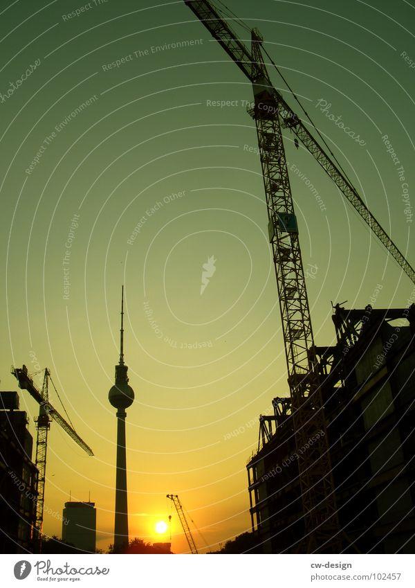 demontage eines palastes bei sonnenaufgang Himmel weiß Sonne blau Stadt schwarz Wolken Lampe dunkel Berlin Graffiti 2 Kunst Architektur Deutschland