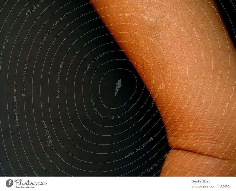 Geknickt. Gelenk Hautfarbe nackt Dermatologie Anatomie gestaltbar Makroaufnahme Nahaufnahme Falte Strukturen & Formen verrenken Verrenkung Hautkunde Gesundheit