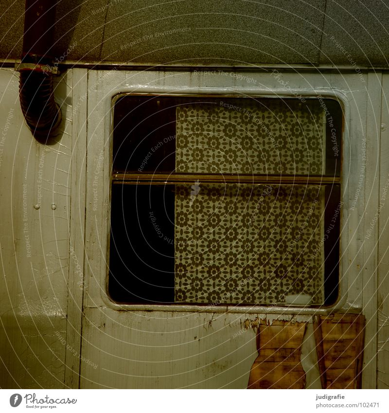 Bauwagenromantik alt Farbe Arbeit & Erwerbstätigkeit Fenster grau trist Pause Romantik kaputt Baustelle Schutz Idylle verfallen obskur Hütte Handwerk