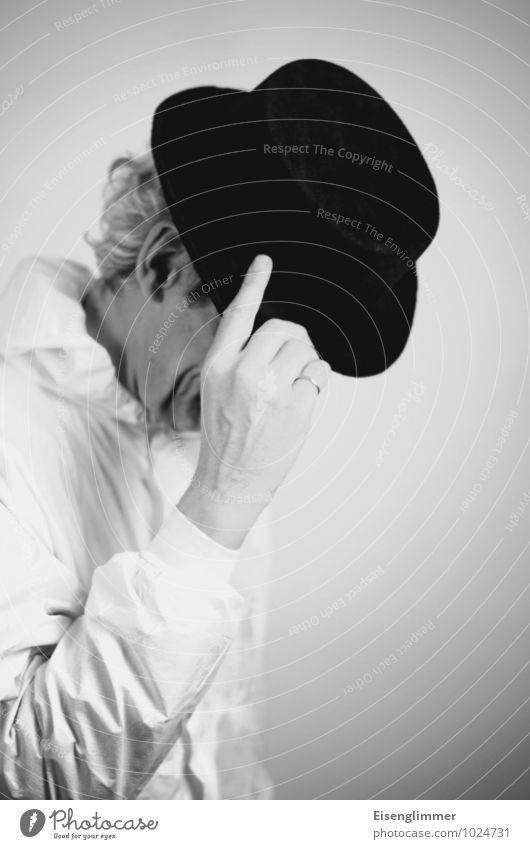 Gestatten, time. maskulin Mann Erwachsene Kopf Gesicht Hand Finger 1 Mensch 45-60 Jahre Coolness grau schwarz weiß Ehre Freundlichkeit Respekt Melone Ring