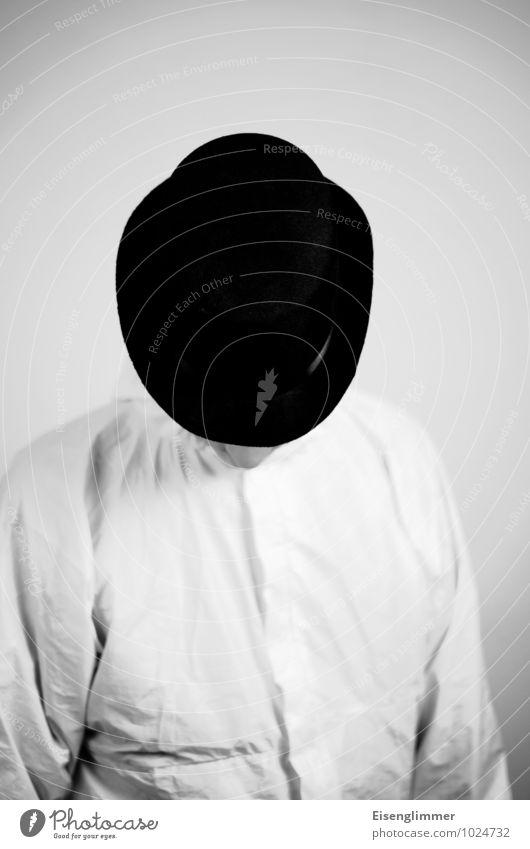 clockwork orange Stil maskulin Mann Erwachsene Kopf Nase 1 Mensch 45-60 Jahre Schutzbekleidung Hut warten hell schwarz weiß Melone Deckung Abwehrhaltung hängend