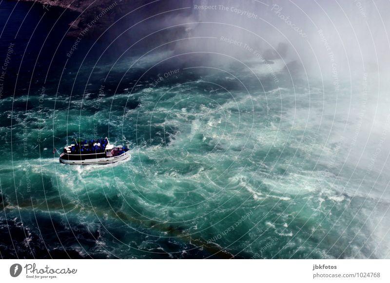 Eine lustige Bootsfahrt... Natur Ferien & Urlaub & Reisen Sommer Umwelt außergewöhnlich Wasserfahrzeug Felsen Nebel Wellen Tourismus Schönes Wetter Abenteuer Fluss Sehenswürdigkeit Euphorie Sightseeing