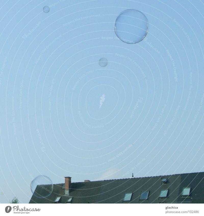 Bubbles::: III Himmel blau Freude Haus Ferne Freiheit Luft Wohnung frisch Dach Vergänglichkeit Klarheit blasen leicht durchsichtig Schönes Wetter