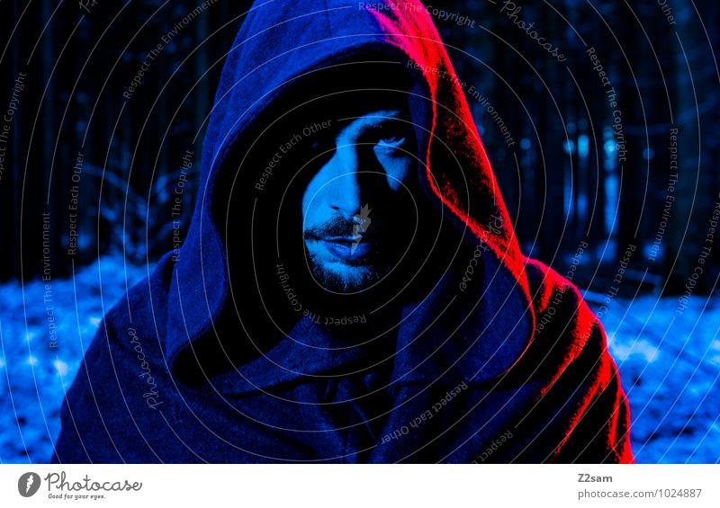 Dark Night Jugendliche blau Pflanze Baum Landschaft Junger Mann Winter schwarz dunkel Wald kalt Erwachsene maskulin träumen Kraft gefährlich
