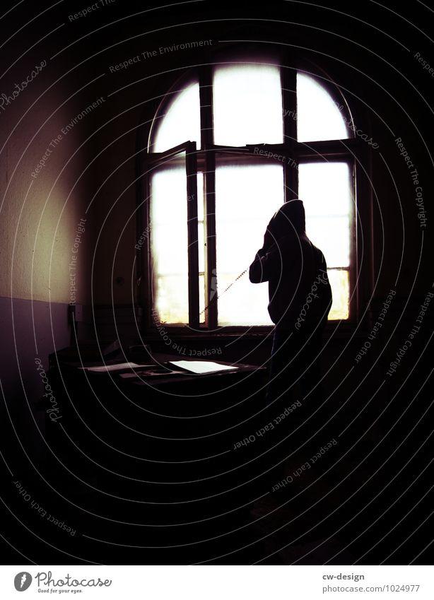 Nachtschicht Mensch Jugendliche Mann Junge Frau Einsamkeit 18-30 Jahre Erwachsene Leben Traurigkeit Innenarchitektur Lifestyle Denken Business Wohnung maskulin Raum