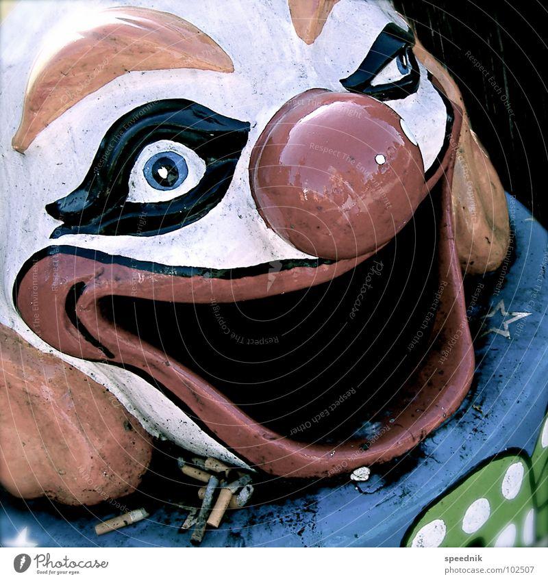 Doobie [oder Nichtraucher] Freude Gesicht Auge lachen Mund Nase verrückt Rauchen Müll Freundlichkeit böse obskur Zigarette bleich Clown Müllbehälter
