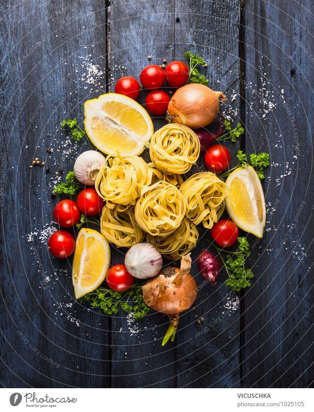 Bandnudeln mit Tomaten und Gewürze für Tomatensauce Gesunde Ernährung gelb Leben Stil Essen Lebensmittel Foodfotografie Design Kräuter & Gewürze Gemüse