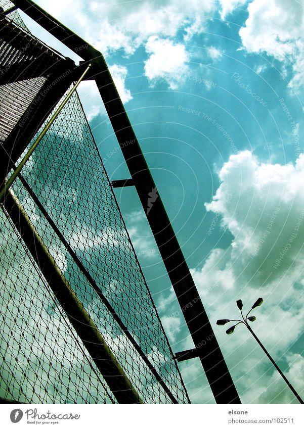 himmelstreppe Wolken schwarz Laterne Stahl Vernetzung streben Gitter Zaun Sicherheit gehen graphisch Zickzack Dresden modern Himmel Loch blau siluette Treppe