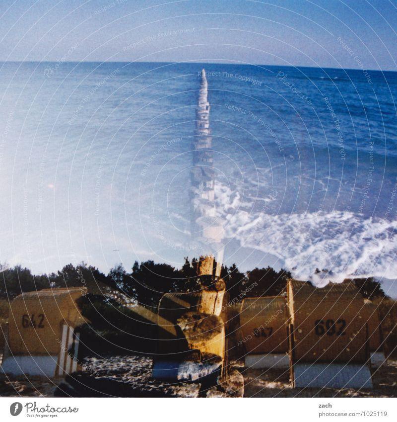 ans Wasser gebaut Erholung ruhig Schwimmen & Baden Sommer Sommerurlaub Strand Meer Wellen Himmel Baum Küste Ostsee Ziffern & Zahlen blau Dia Doppelbelichtung