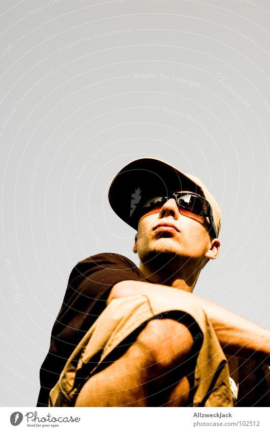 Greysky - Limited Edition No.1 Mann Himmel Sommer Ferne grau Suche Aussicht beobachten Konzentration Mütze Kontrolle Sonnenbrille Knie Brille Kopfbedeckung