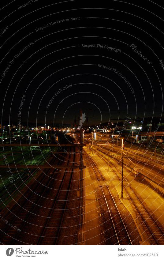 black'n white dunkel Nacht Ankunft Elektrizität Eisenbahn Stadt Bahnhof yard train Zürich Westen richtung altstetten geh nicht