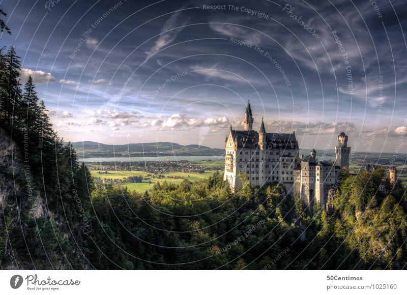 Schloss Neuschwanstein im Abendlicht Himmel Natur Sommer Landschaft ruhig Wolken Wald Berge u. Gebirge Wiese Tourismus Wetter Feld Ausflug Klima Schönes Wetter