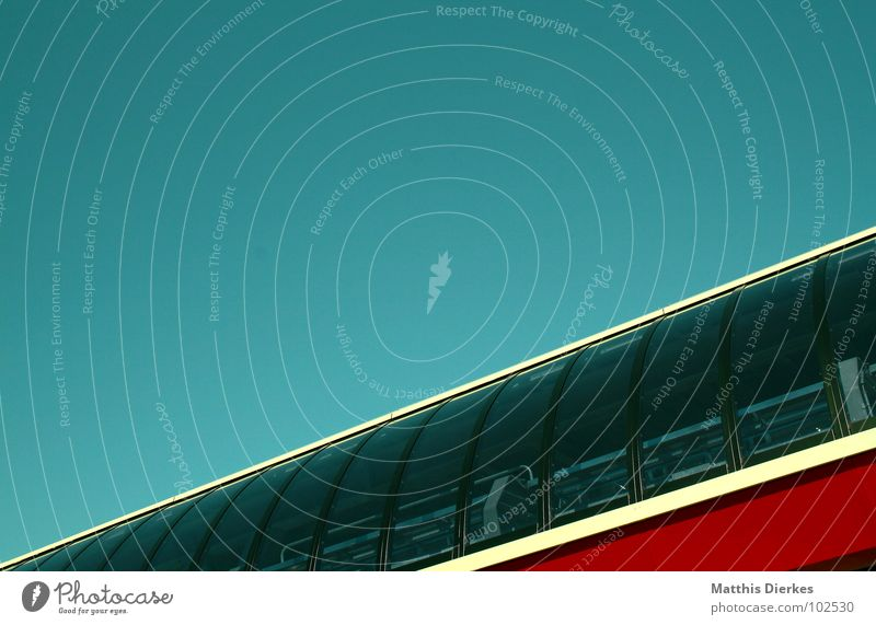 GONDELBAHN   BERGSTATION modern Restaurant diagonal Station türkis Bildausschnitt Anschnitt Architekt Wolkenloser Himmel Glasfassade Fensterfront Moderne Architektur Bergstation Klarer Himmel Vor hellem Hintergrund