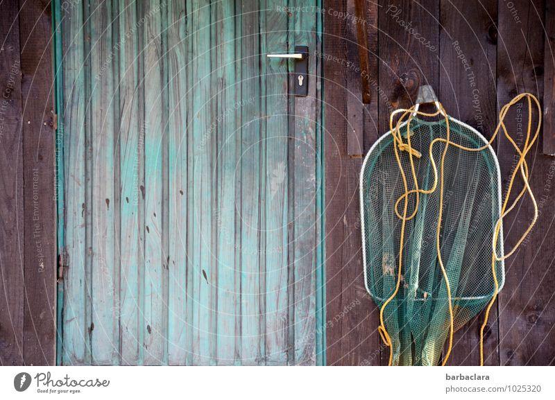Der Fischer und sein Netz Freizeit & Hobby Angeln Fischernetz Hütte Mauer Wand Fassade Tür Seil Holz hängen Freude ruhig Farbe Natur Umwelt Farbfoto